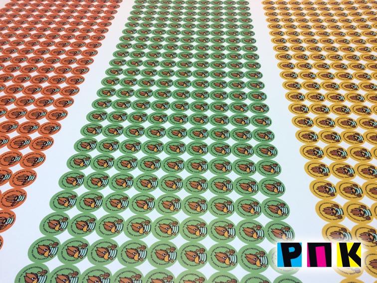 круглые разноцветные наклейки